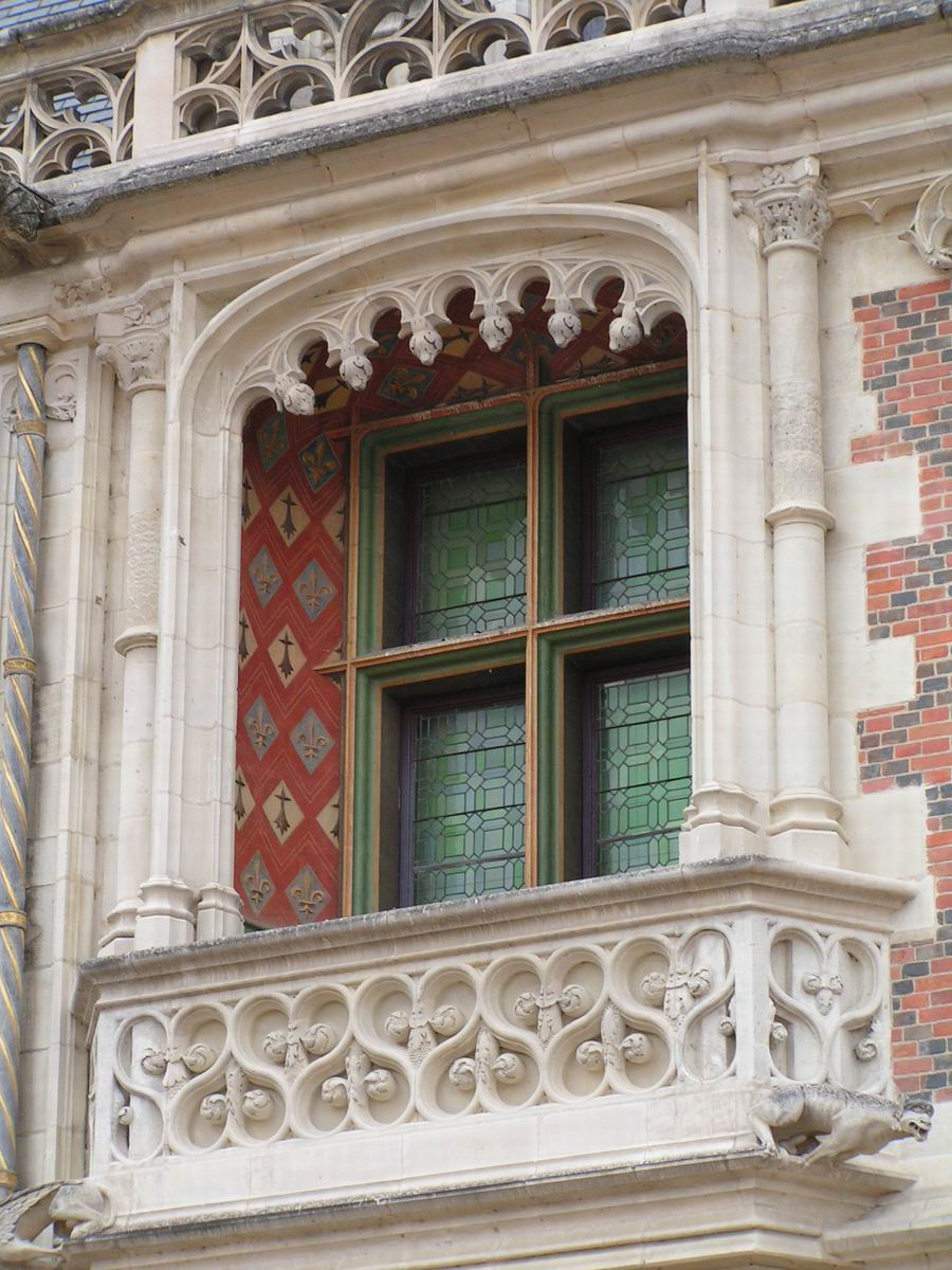 Des fenêtres d'hier et d'aujourd'hui. Blois,%20Chateau,%20Aile%20Louis%20XII,%20Fenetre%20a%20balcon